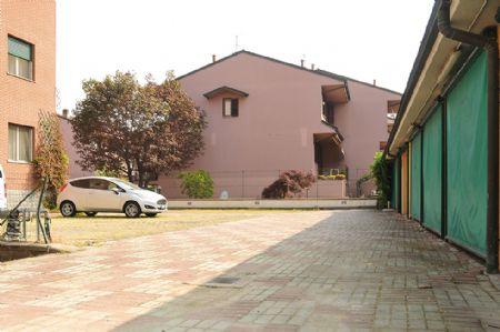 Casa vacanze borromeo residence peschiera borromeo milano - Piscina peschiera borromeo ...