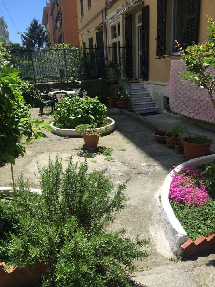 Casa vacanze il giardino delle ortensie genova genova for Casa con giardino genova
