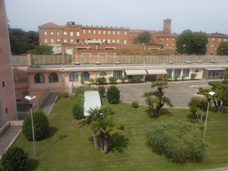 Appartamento uso turistico alla metro cornelia 2 roma roma for Appartamento uso ufficio roma